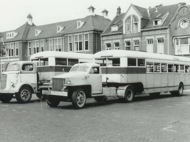 Studebaker rechts Mack Links