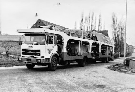 Ger Fiat Cartransport met oldtimmers