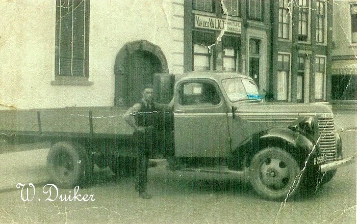 1939  Jaap Duiker B-25983 Chevrolet. is door de dui