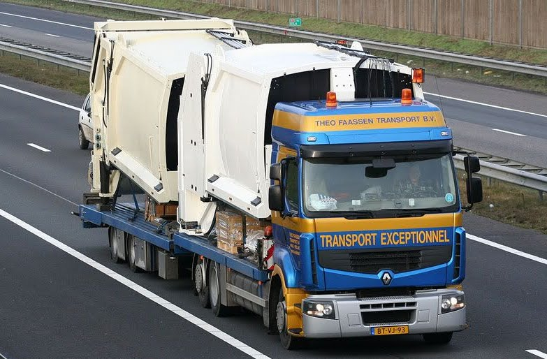 Renault met pers containers.