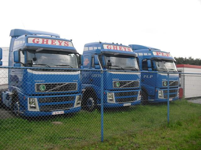 3  Volvo FH 12 Globetrotter.