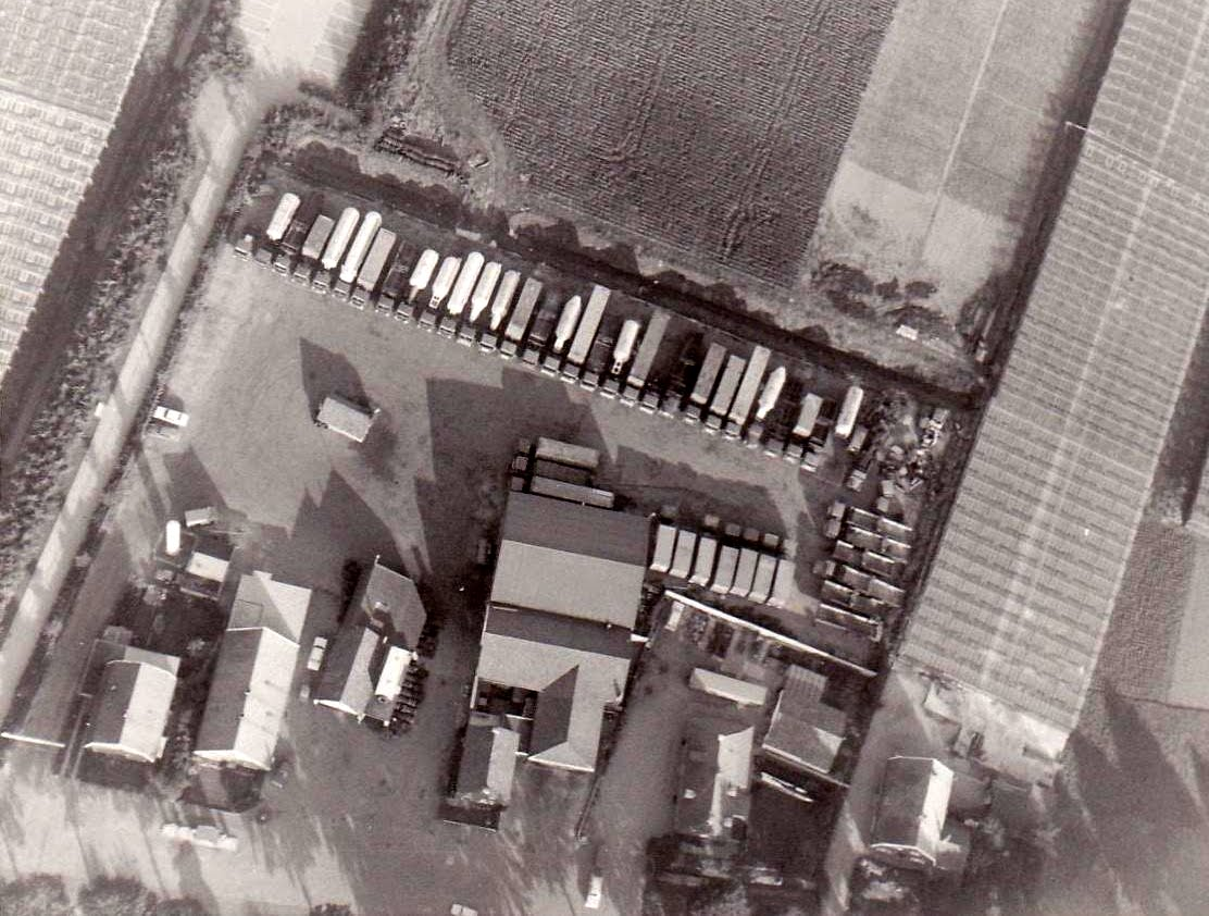 1975  Hoeve luchtfoto