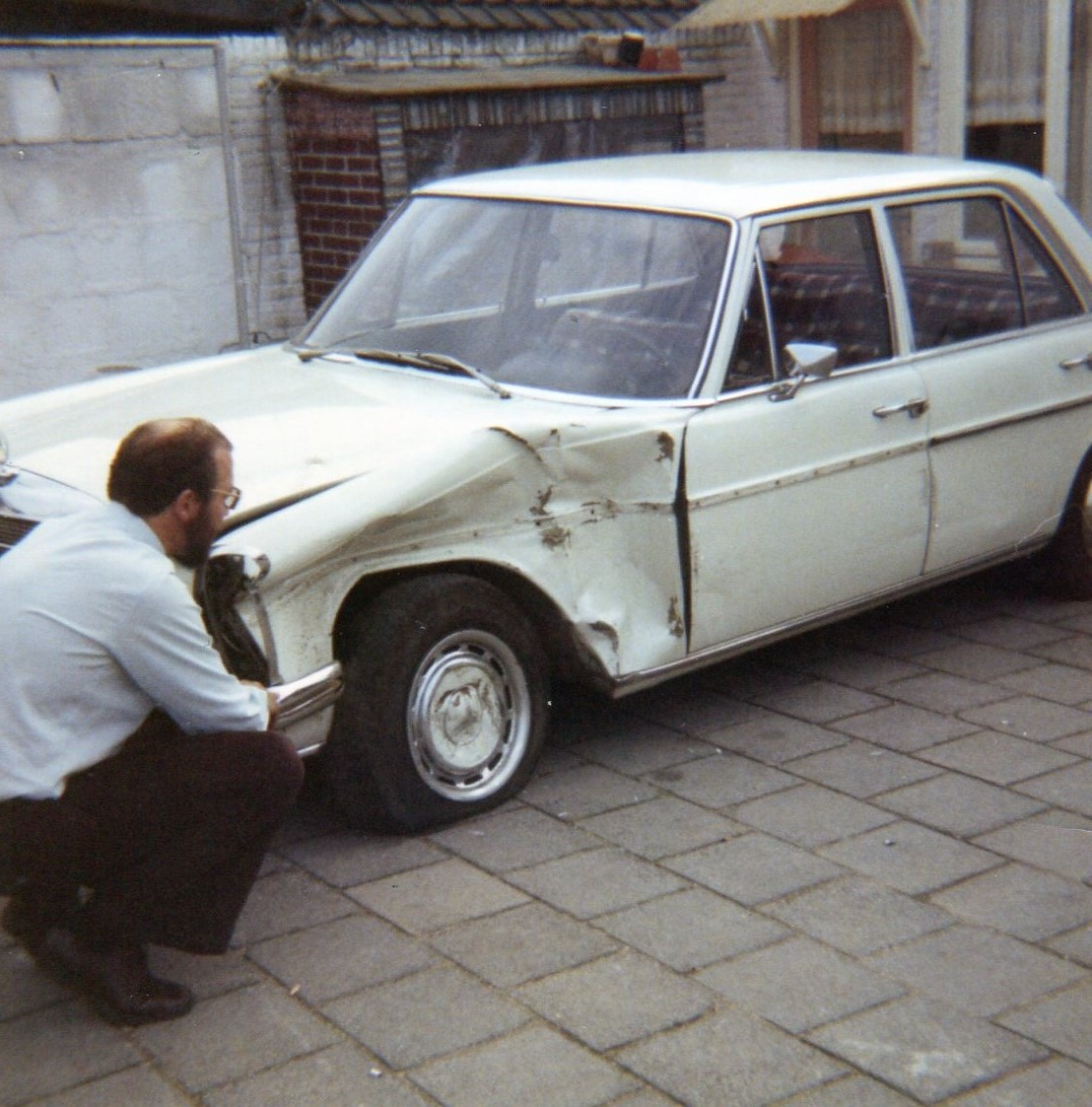 1969  Mercedes 200  10 dagen oud en totalloss