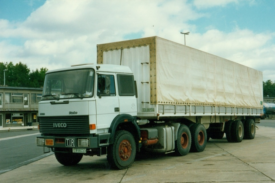 Iveco 330.36 6X4 widespread