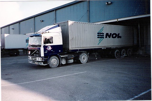 Volvo F 10 met container