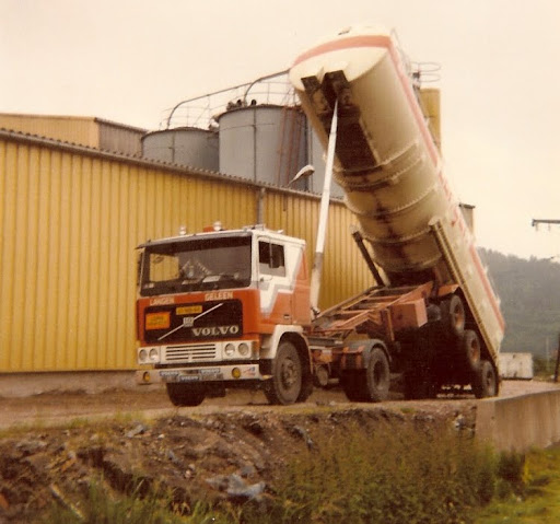 Volvo F 10 Ger Hostenbach met knik chassis
