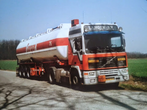Volvo F 12 Charel Willems is de chauffeur hier  in Rescaldina bij Milaan juni 1993