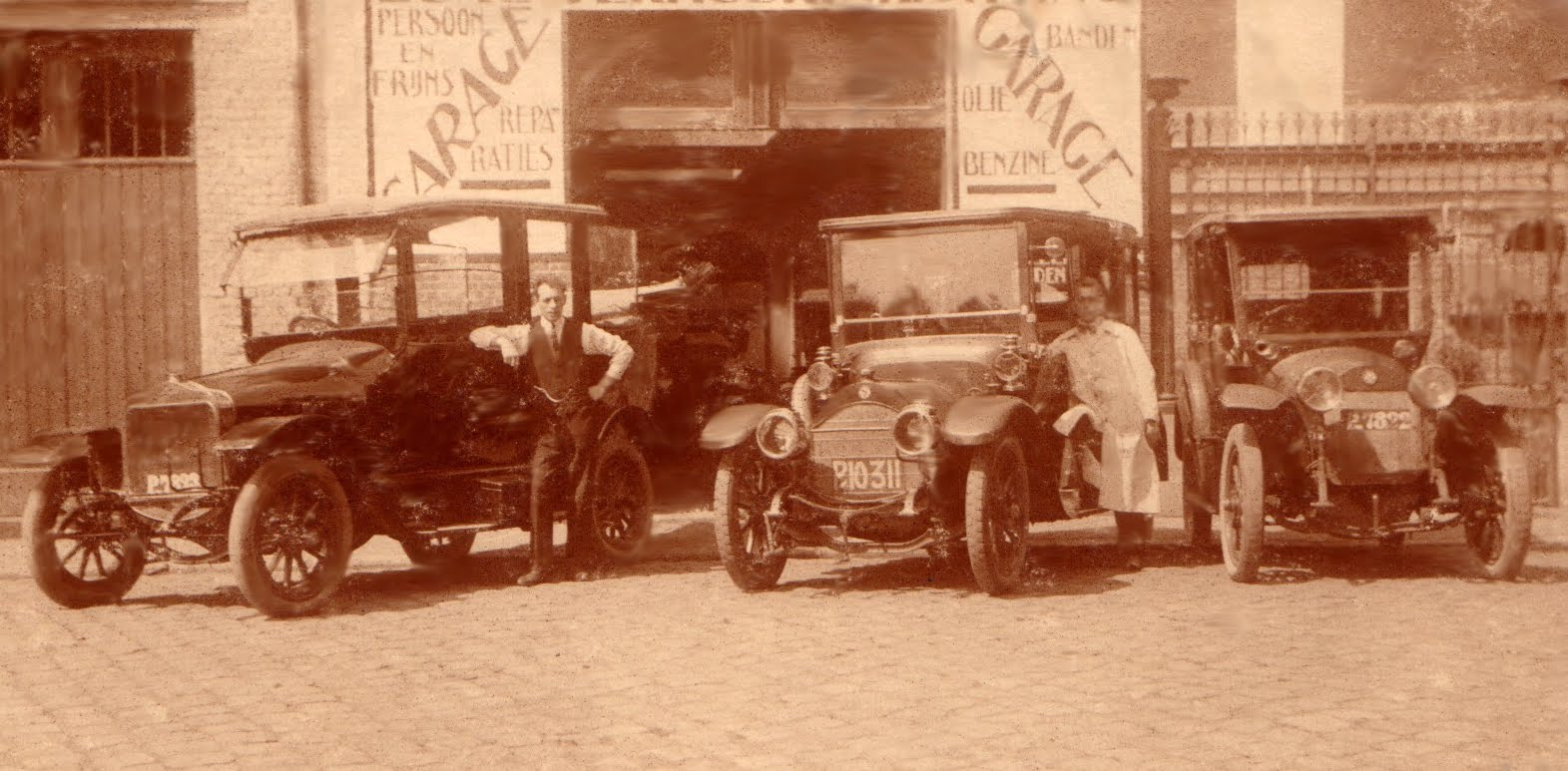 1925 Ford- Mercedes-Minerva  garage Persoon