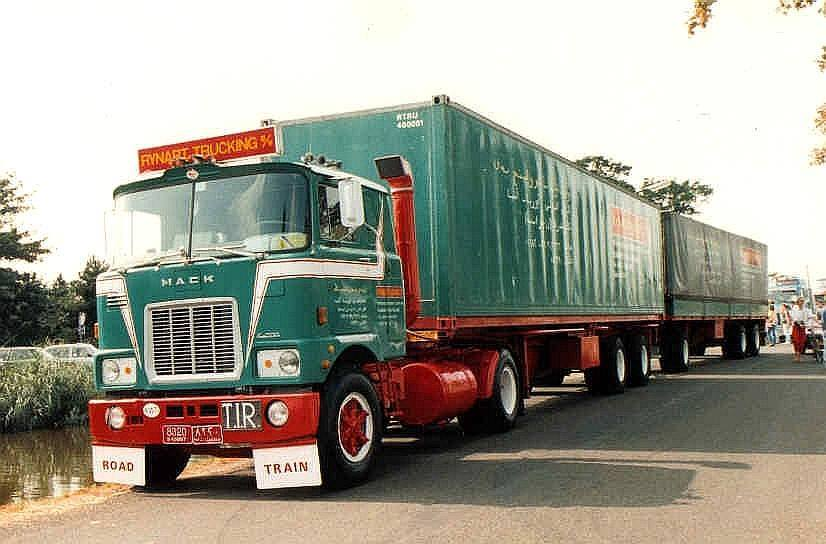 Mack Nice pictures about 1975 - 1985 our transport to Kuwait Saudi-Arabia-Dubai Emirates also as Road Train.
