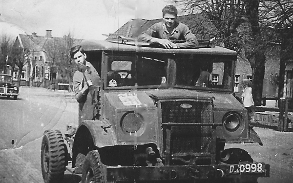 0 Ford 1945  D 10998