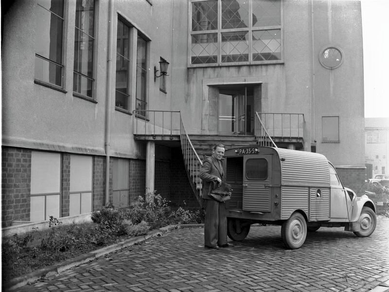 01-01-1954 postauto laboratorium