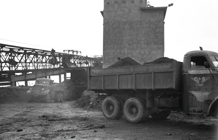 03-10-1955 steentransport op de maurits.