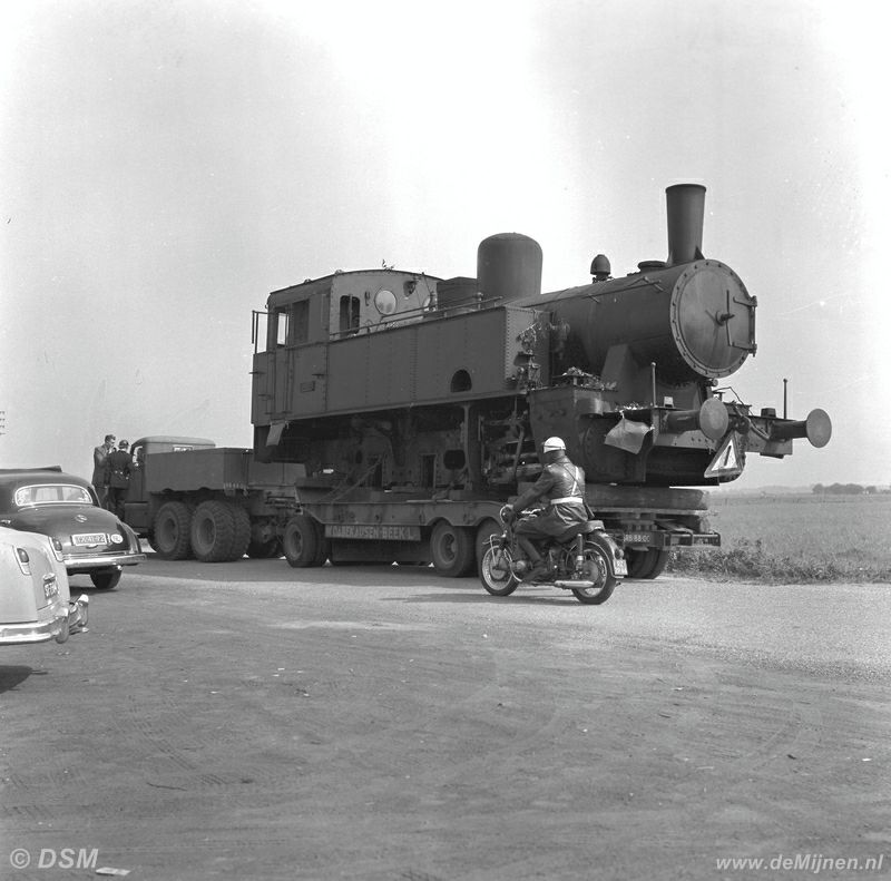 25-09-1958 lokomotief transport staatsmijn beatrix