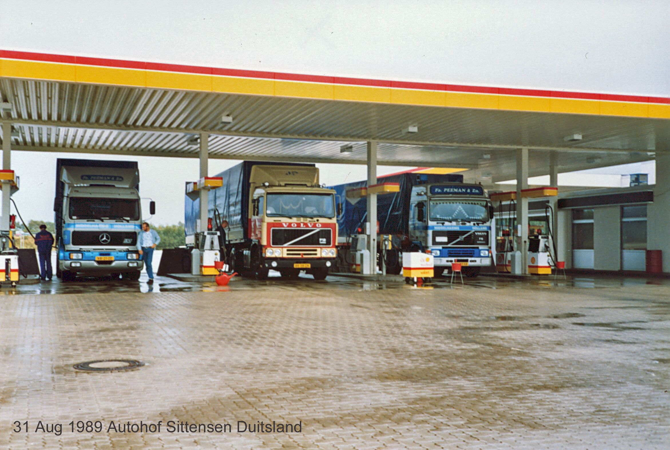 Peeman-Trucks-Gasoline-stop-at-Autohof-Sittensen-Germany--31-aug-1989