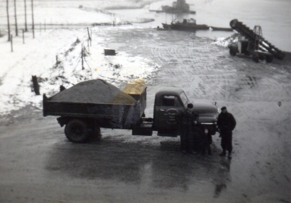 -1958-bedford--in-de-haven