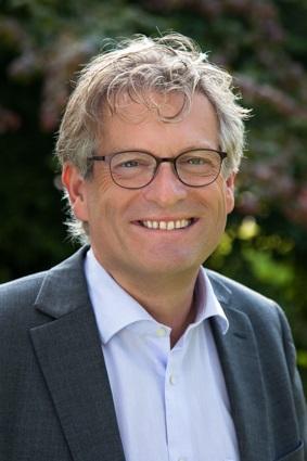 Bedrijfsovernameadviseur L.F.M. (Louis) van Besouw