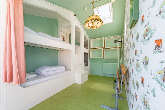 4 bed private room 1
