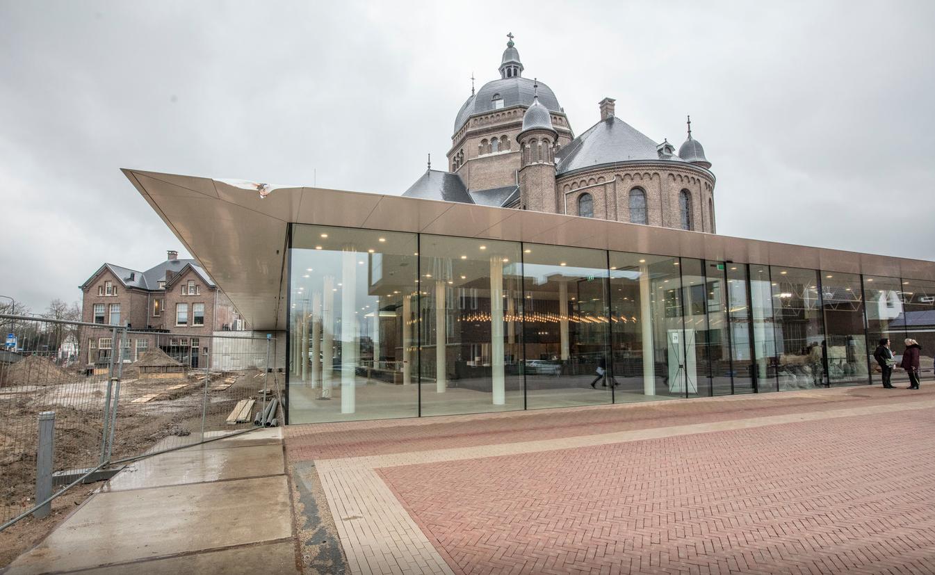 Nieuwe ingang en foyer Speelhuis Helmond