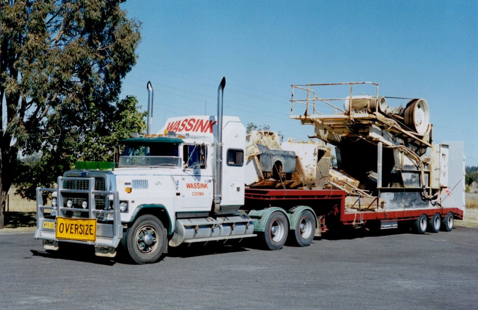 50-At-the-border-of-Queensland-and-NSW-Very-first-load-on-new-low-loader