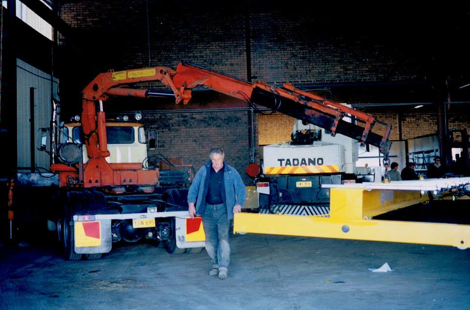 Putting-up-an-overhead-crane-in-Cooma
