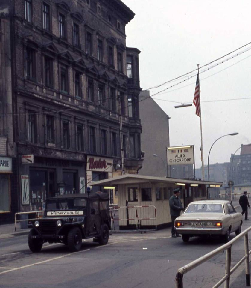 1971-Berlin-Checkpoint-Charlie