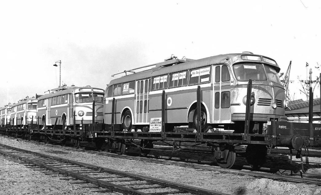 Mercedes-Trolleybussen-voor-Argentinie--1952-haven-Amsterdam[1]