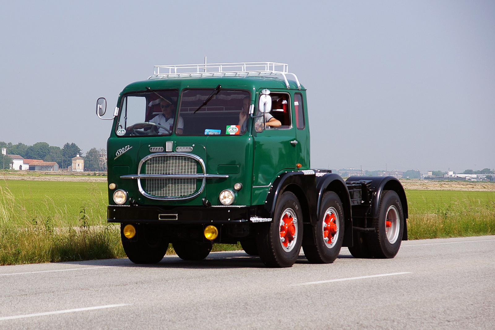Fiat-690-T2