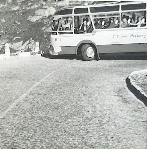 Pa-op-de--Tremola-in-1963-archief-Rob-Driessen-die-de-tocht-van-zijn-vader-naar-rome-met-de-fiets-heeft-gemaakt