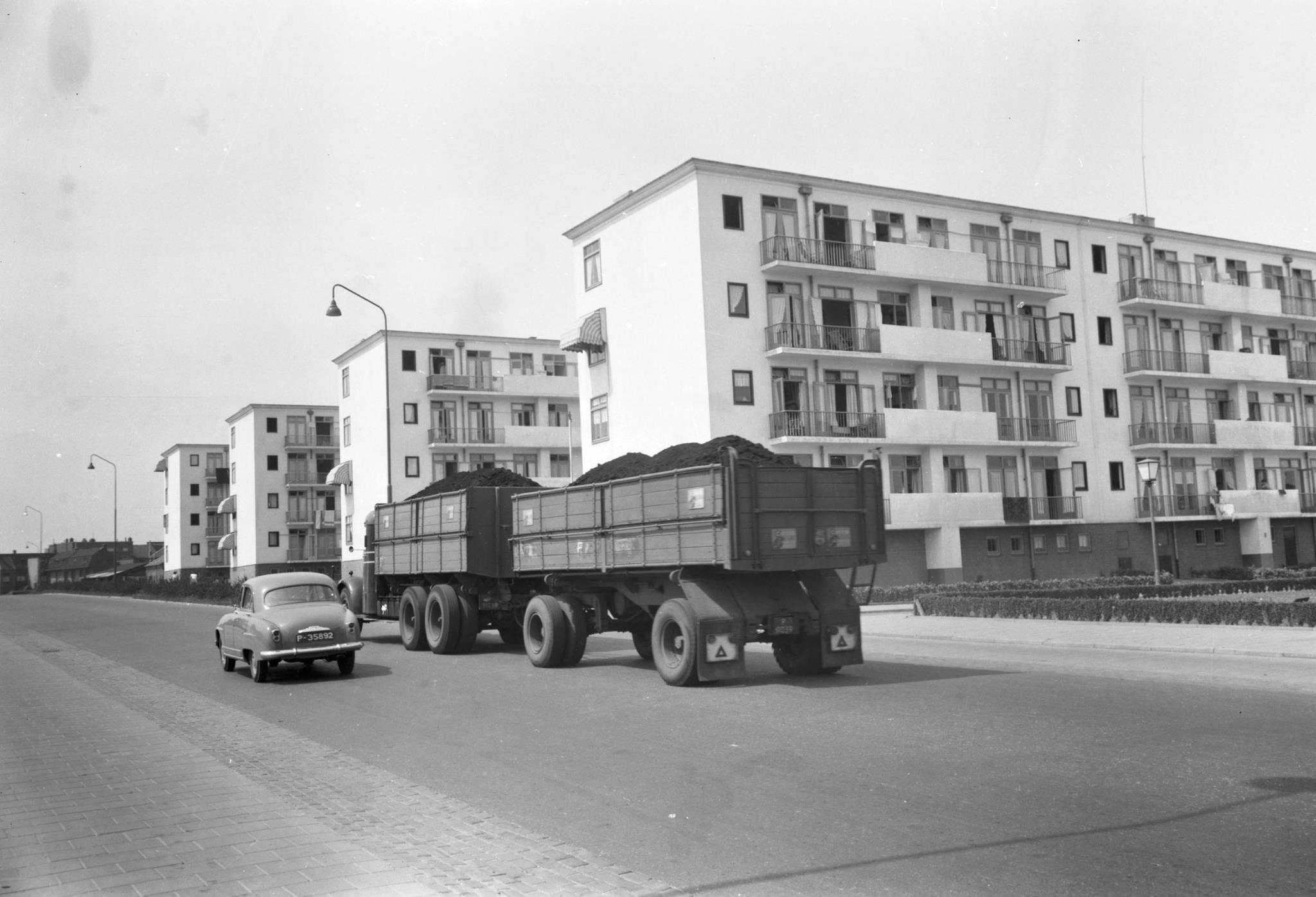 Mack-met-kolen-geladen-1953-Eygelshoven