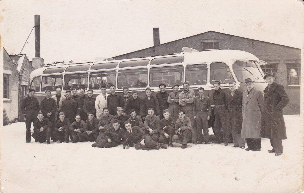0-24-2-1955-de-eerste-Bova-met--de-nieuwe-directie-Berkhof-_-Heij