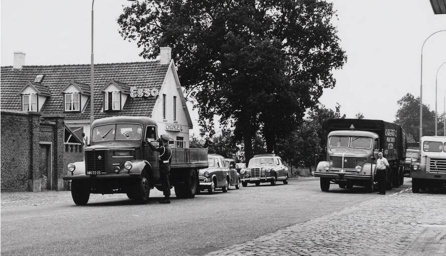 Wuustwezel-grens-1958-met-2-Krupp