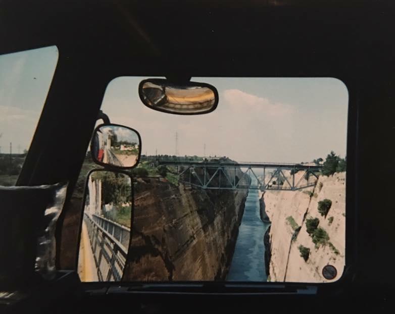 Bekende-brug-in-Griekenland.-Net-over-de-brug-bij-de-Coca-Cola-fabriek-gelost