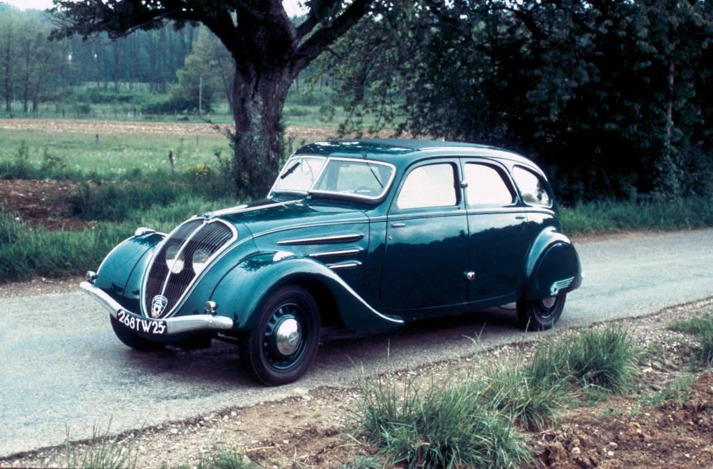 Peugeot-402-Limousine-1935_42-1