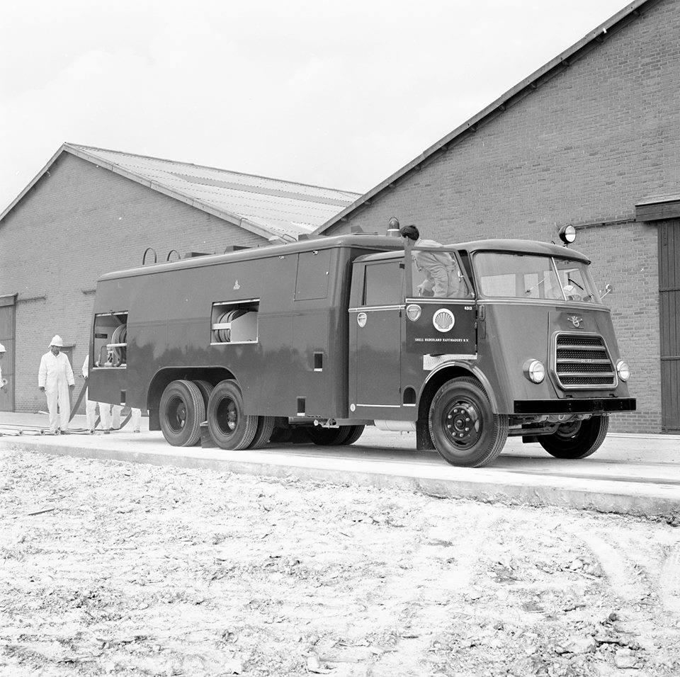 Shell-Bedrijfsbrandweer-Pernis-nr-13-1963-5000-Ltr-bluspoeder--Daf-A3200DD500
