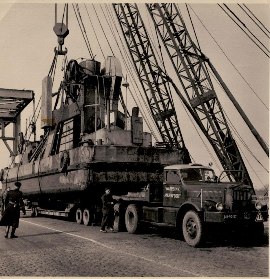 Baggermolen-90-ton-Diamond-T-met-een-leger-tank-trailer