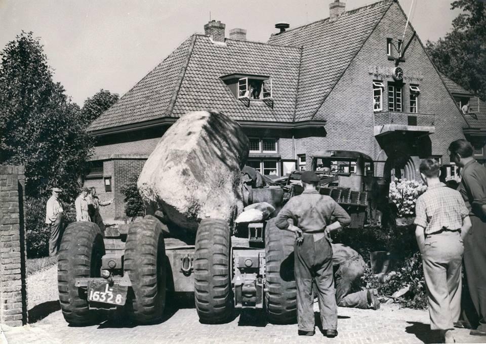 grote-steen-transport-voor-Westerbork