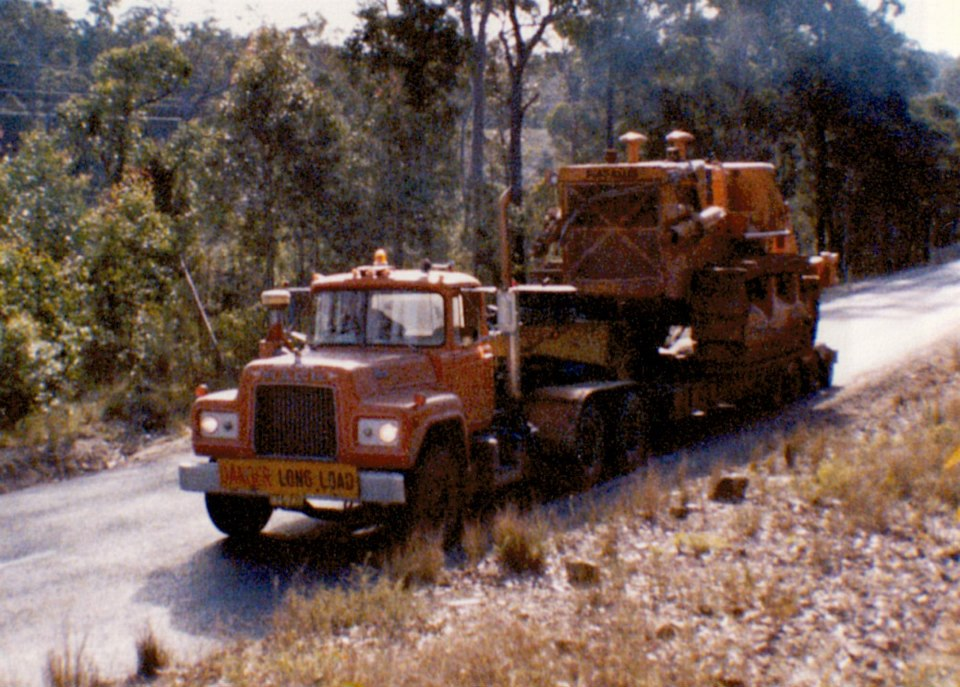 Mack-R600-with-the-Fiat-Allis-on-the-Brown-Mountain--Picked-up-in-Nowra-and-taken-to-Cooma