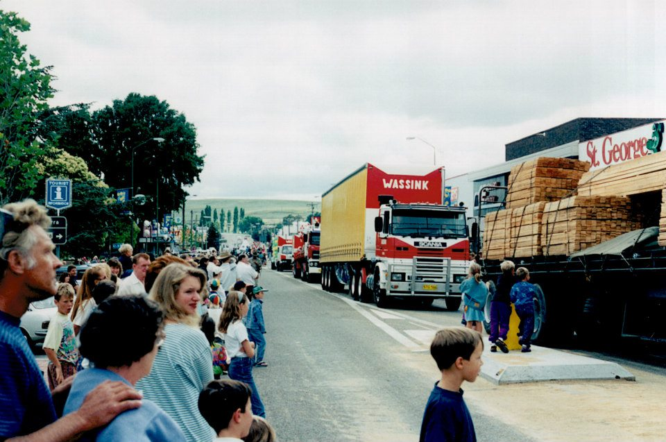 23--Street-parade-in-Cooma