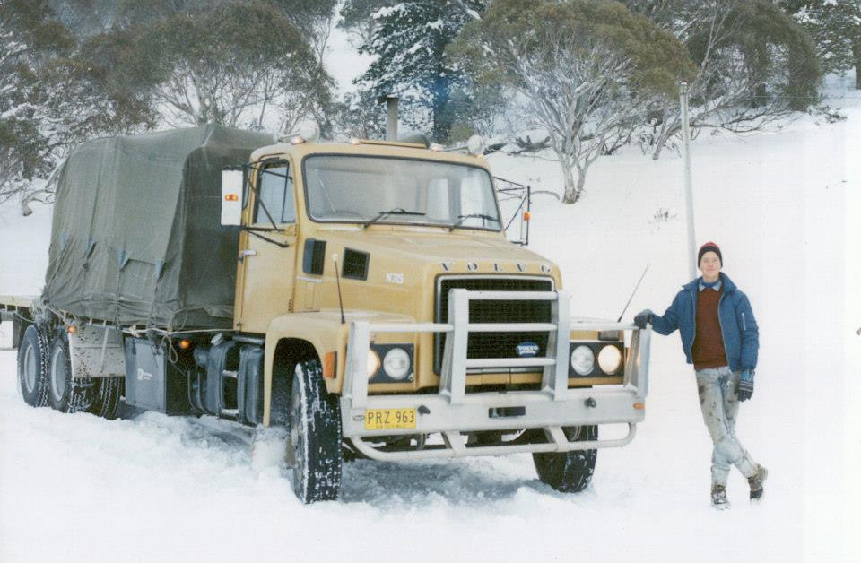 30-Patrick-Wassink-with-Volvo-in-the-snow-on-the-road-to-Perisher-Valley