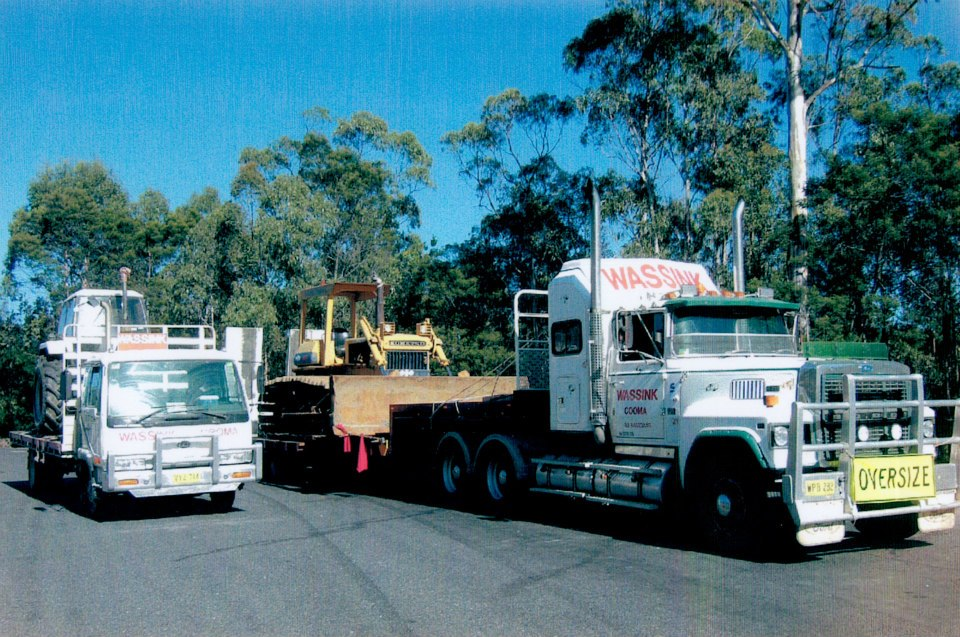 40-Dozer-and-tractor-from-Melbourne-to-Kybeyan--Ederveen--Ex-farm-of-Kees-Wassink