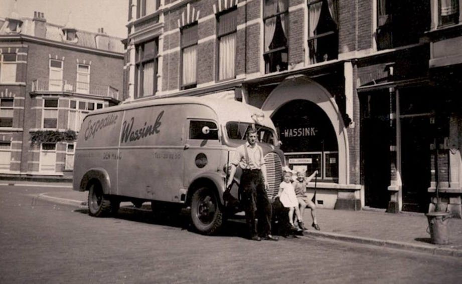3-First-truck-of-Jan-Wassink-Den-Haag--Removels-Stenny-and-Wim-Wassink-on-bumper-bar-Tweede-Sweelinck-straat-73