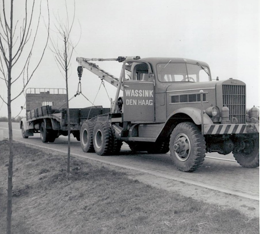 Federal-with-a-burned-truck-of-v-Baalen-s-Gravenzande-Holland