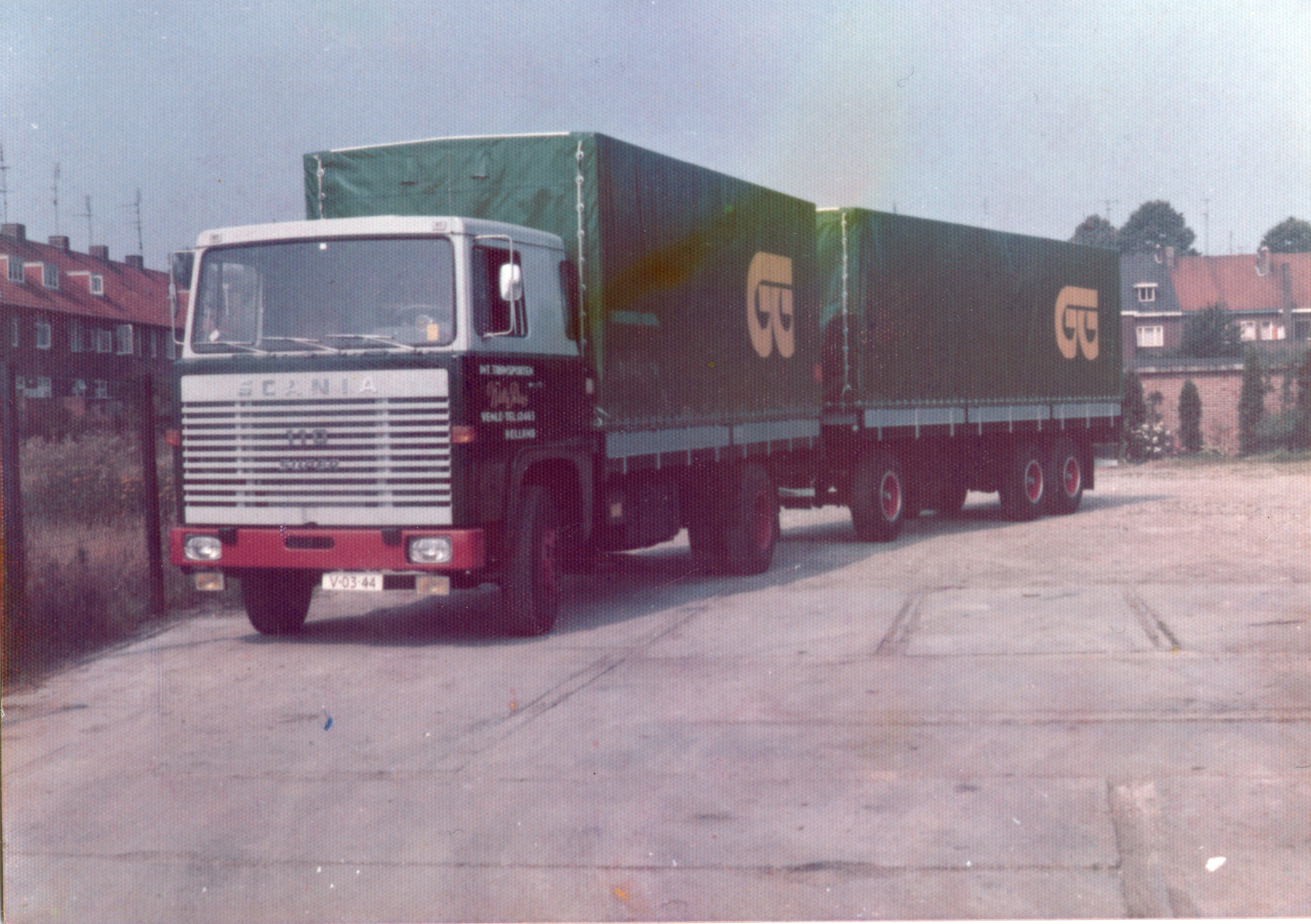 Scania-Willy-Peters-Chauffeur-Haij-Luijpers-archief-zijn--zoon-Cris[1]