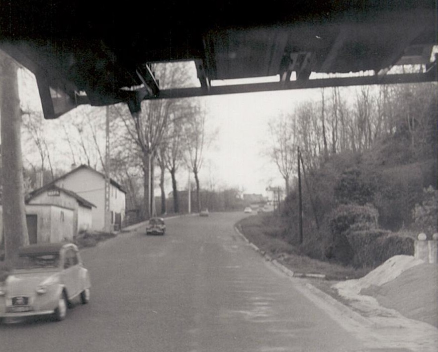 Main-road-trough-France-between-Tours-and-Bordeaux