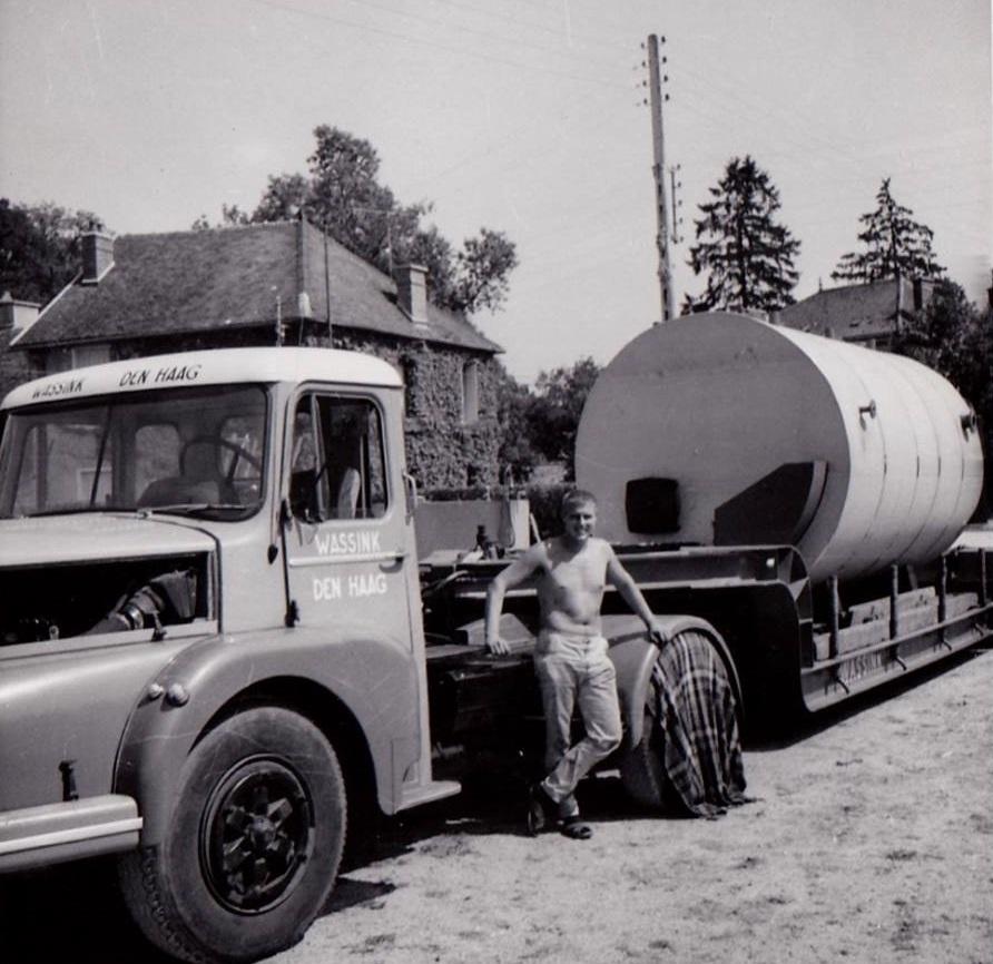 Wim-Wassink-unloading-a-boiler-in-France