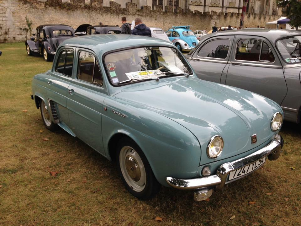 Renault-Dauphine-1