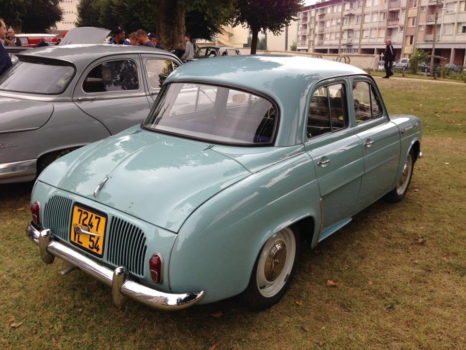 Renault-Dauphine-2