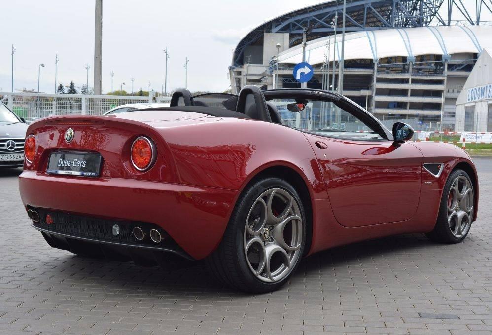 Alfa-Romeo-8C-8C-Spider-2009-3
