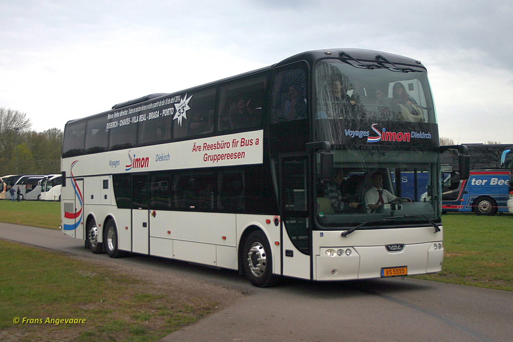 Keukenhof-29-04-2015--Voyages-Simon--Ingeldorf--L--VS-5555--VDL-Synergy-SDD141.510-nieuw-in-april-2014