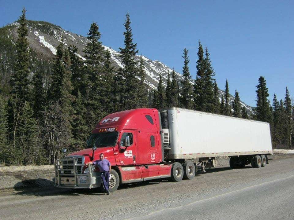 Onderweg-met-groceries-vanuit-Edmonton-naar-Whitehorse-in-het-hoge-noorden-van-Canada-Mark-manders
